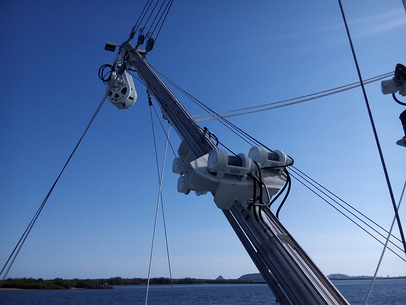 Equipamiento de cubierta y sistema hidráulico del Maz Sardina XI